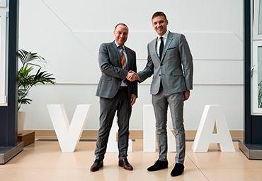 Генеральный директор VEKA Rus JosefBeckhoff и Директор выставки Mosbuild Яков Сыромятников