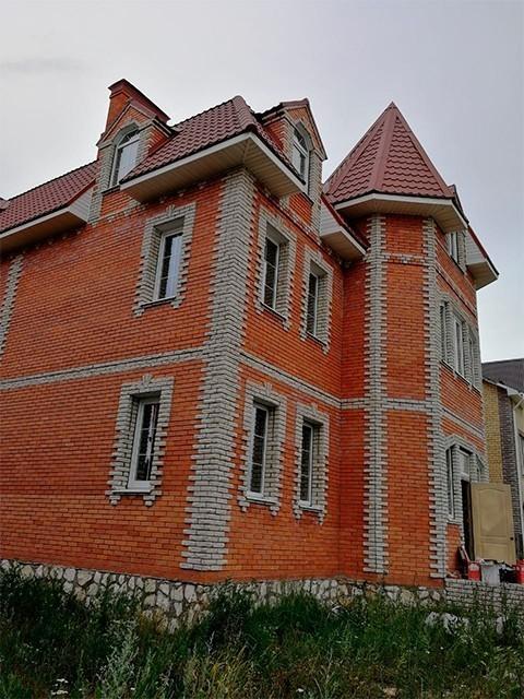 Оригинальные окна VEKA от компании Сателс украсили коттедж в Касимове