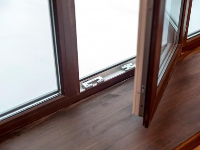 Окна компании SATELS из профиля VEKA удачно вписались в интерьер загородного дома
